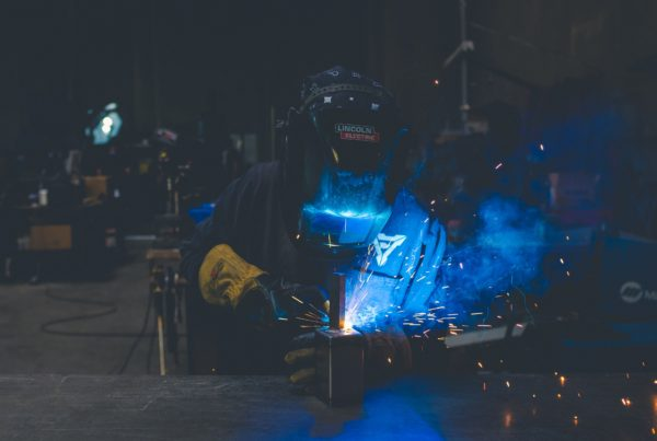 Which are the hazards of an arc flash? Marina textil